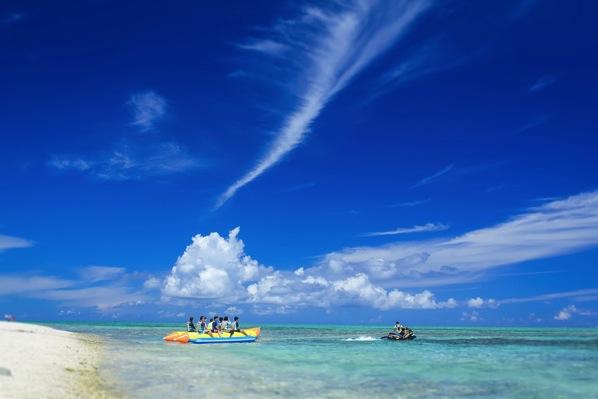 沖縄でフロアレディのリゾートアルバイト体験。20代後半の女性。